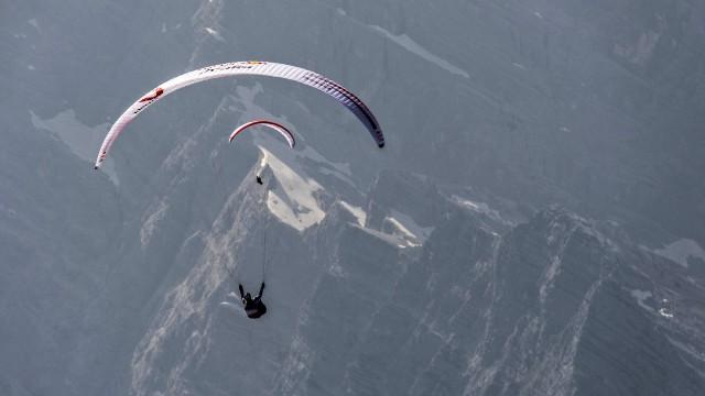 X-Alps 2015 – Den 10 – Druhým v cíli je Němec Huber. Bronz nakonec pro Guschlbauera! Mayer letí parádně! (+ rozhovory přímo ze vzduchu!)