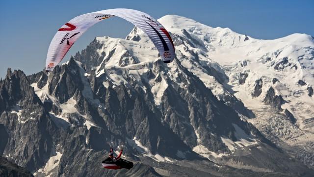 X-Alps 2015 – Den 8 – Mayer dobyl Matterhorn a míří k Mont Blancu, Maurer na dohled od Monaka