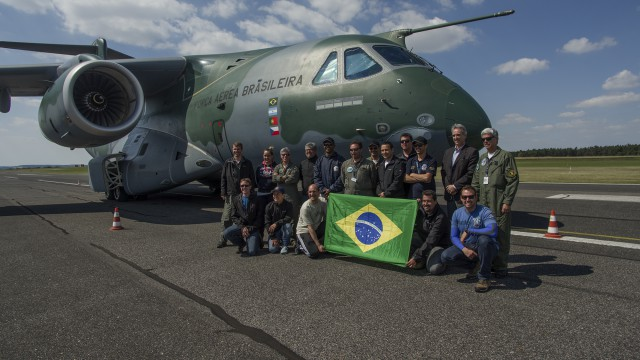 Embraer KC-390 poprvé v České republice – v 15:06 přistál ve Vodochodech! (foto + video)