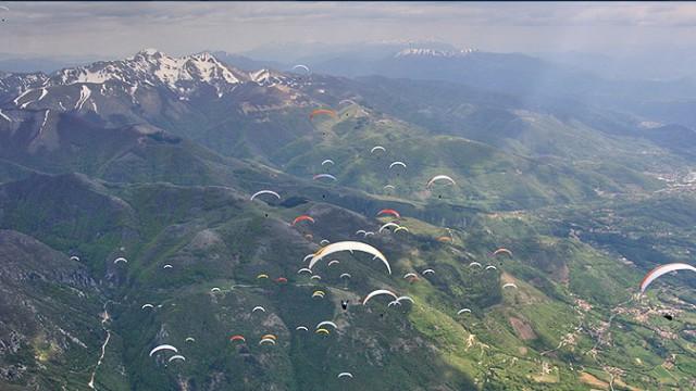 MČR v paraglidingu probíhá v italském Pieve D'Alpago (+ telefonát s T. Braunerem)