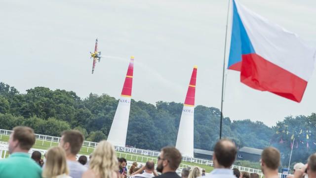 Red Bull Air Race – 5/8 Ascot – Po bláznivém finále vítězí Matt Hall