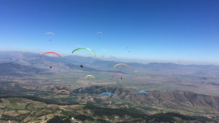Peklo!? Čeští paraglidisté na ME v přeletech třikrát šestí!
