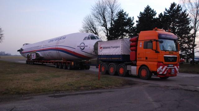 Transport TU-154M má v noci na 18. prosince dorazit do Zruče u Plzně