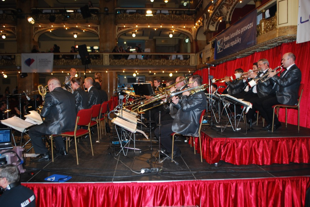 Letecky_ples_orchestr_Karla_Vlacha