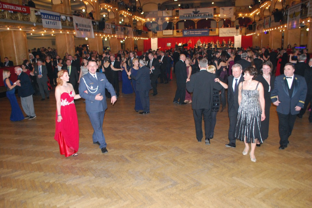 Letecky-ples_tanecnici