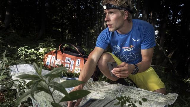 X-Alps 2017 – DEN 8 – Průběžně sedmý Stanislav Mayer vystoupal k italsko-švýcarské hranici, kde přenocuje (nové rozhovory)