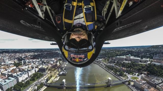 Neděle v barvách Red Bullu – Startuje X-Alps (11:00) a letí se Air Race (14:00)