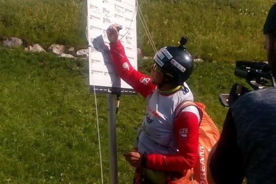 X-Alps 2017 – DEN 5 – Den plný obratů! Stanislav Mayer po nervydrásajícím letu na OB4 a večerní sólojízdě zpět ve skupině na 3. – 12. místě! (+ rozhovory se S. Mayerem a K. Vrbenským)