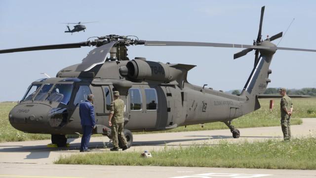 Slovenská armáda začíná používat vrtulníky Sikorski UH-60M Black Hawk