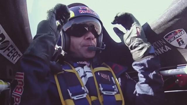 Martin Šonka vyhrál v Portu a po 6. závodu vede Red Bull Air Race (+ videa)