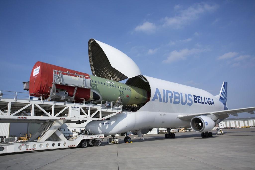 BELUGA_First_NEO_fuselage_loading_into_Beluga_from_HAM_to_TLS