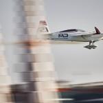 VIDEO: Red Bull Air Race – Abú Zabí: Šonka se poprvé utká s Kopfsteinem – v kvalifikaci nejrychlejší Dolderer