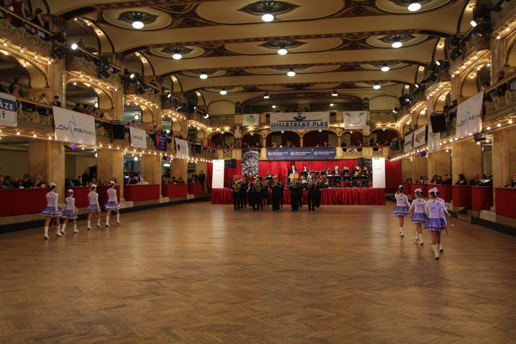 Letecky_ples_2018_zahajeni_dechova_hudba