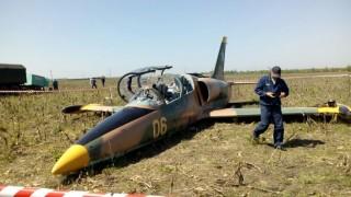 Pilot L-39 zvládl po střetu s ptákem nouzově přistát – s rozbitou kabinou a nefunkčním motorem