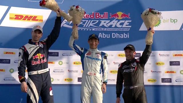 Martin Šonka v Abú Dhabí druhý, Petr Kopfstein desátý. Zvítězil o 0,003 vteřiny Muroya.