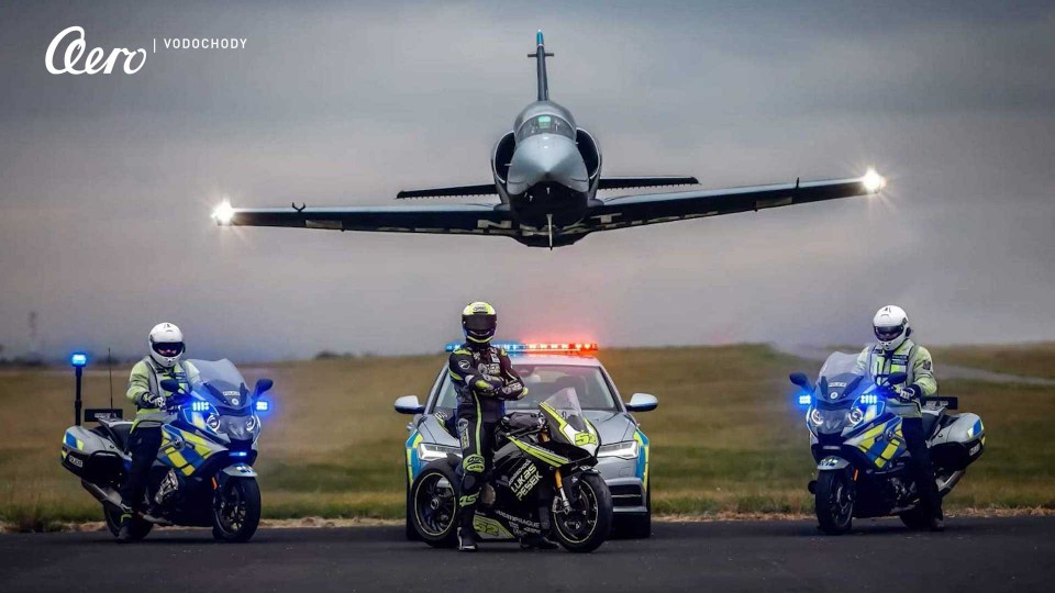 Aero: Focení kalendáře s Policií ČR