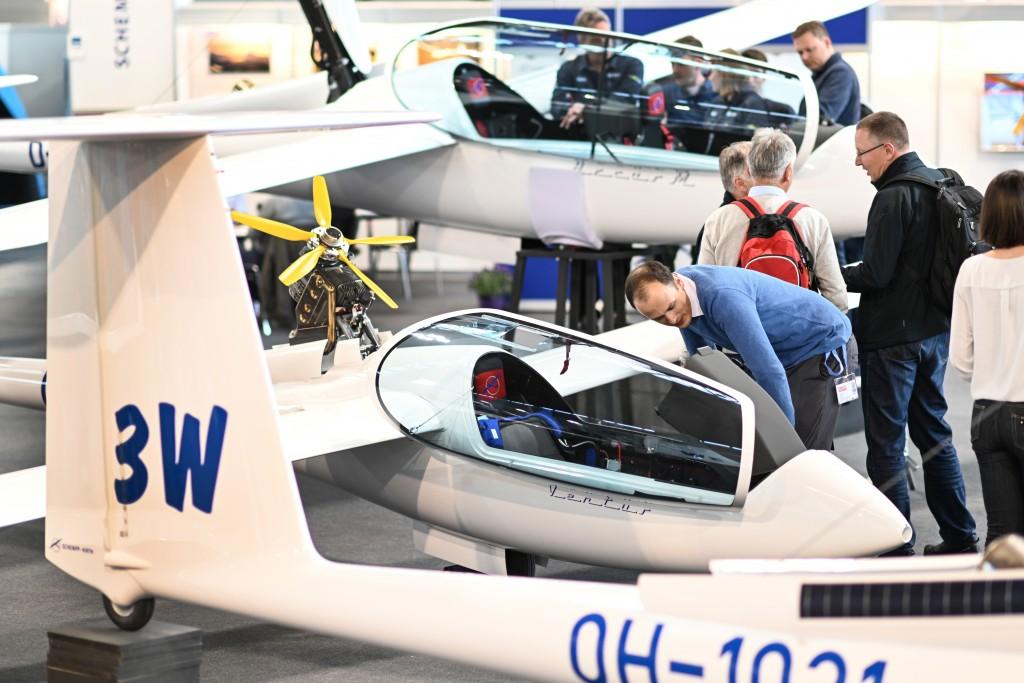 A1: Segelflieger Ventus des Herstellers Schempp-Hirth