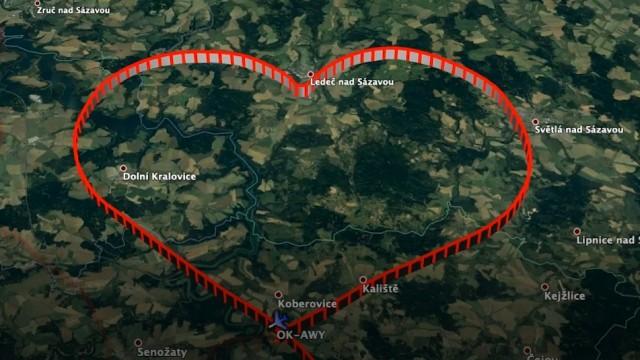 TISKOVÁ ZPRÁVA: Piloti F AIR vykreslili na obloze devatenáct srdcí pro Česko
